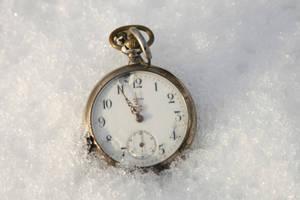 pocket watch in the snow 01 by Nexu4