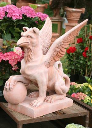Fantasy creature sculpture by Nexu4
