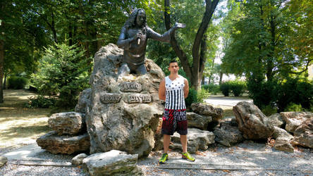 Me with Ronnie James Dio's statue in Kavarna by INFLIK7