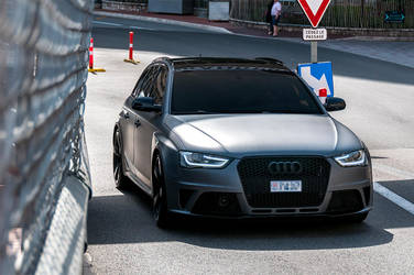 Audi RS4 Avant by Yannh76