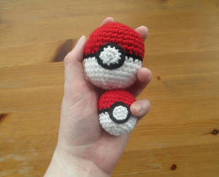 Pokemon: Crochet Pokeballs by fourthimbles