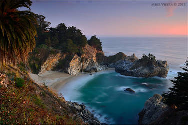 McWay Falls by twelvemotion