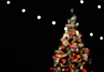 Christmas tree bokeh by 0n3g1rl