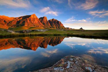 Drakensberg Dawn by hougaard