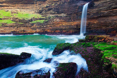 Waterfall Bluff by hougaard