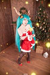 Miku Hatsune Christmas Cosplay by Bizarre-Deer