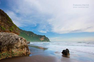 Parangtriris Beach by cendhikaphoto