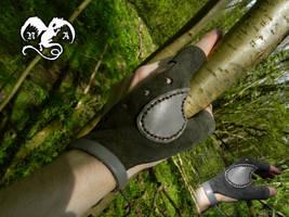 Bowman glove 1 by Noir-Azur