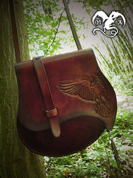 Flying owl leather bag by Noir-Azur