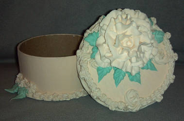 Antique Rose Cake Box Open by ninja2of8