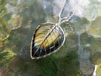 Leaf necklace with labradorite gemstone by jessy25522