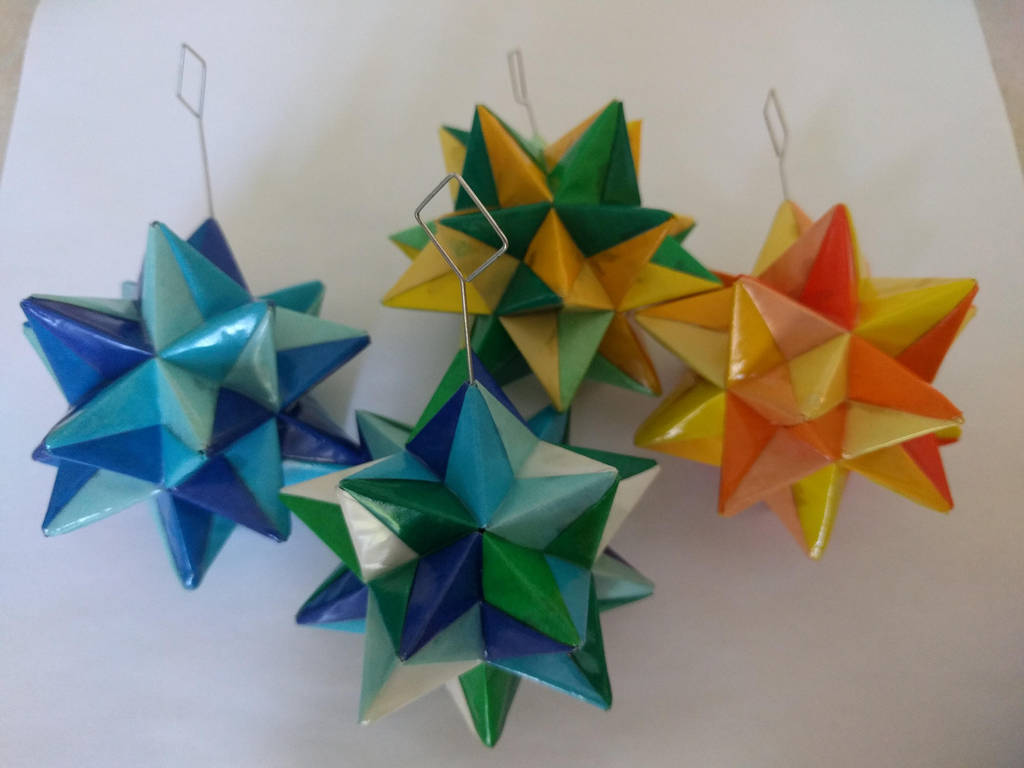 Group of Origami Modular Stars by demuredemeanor