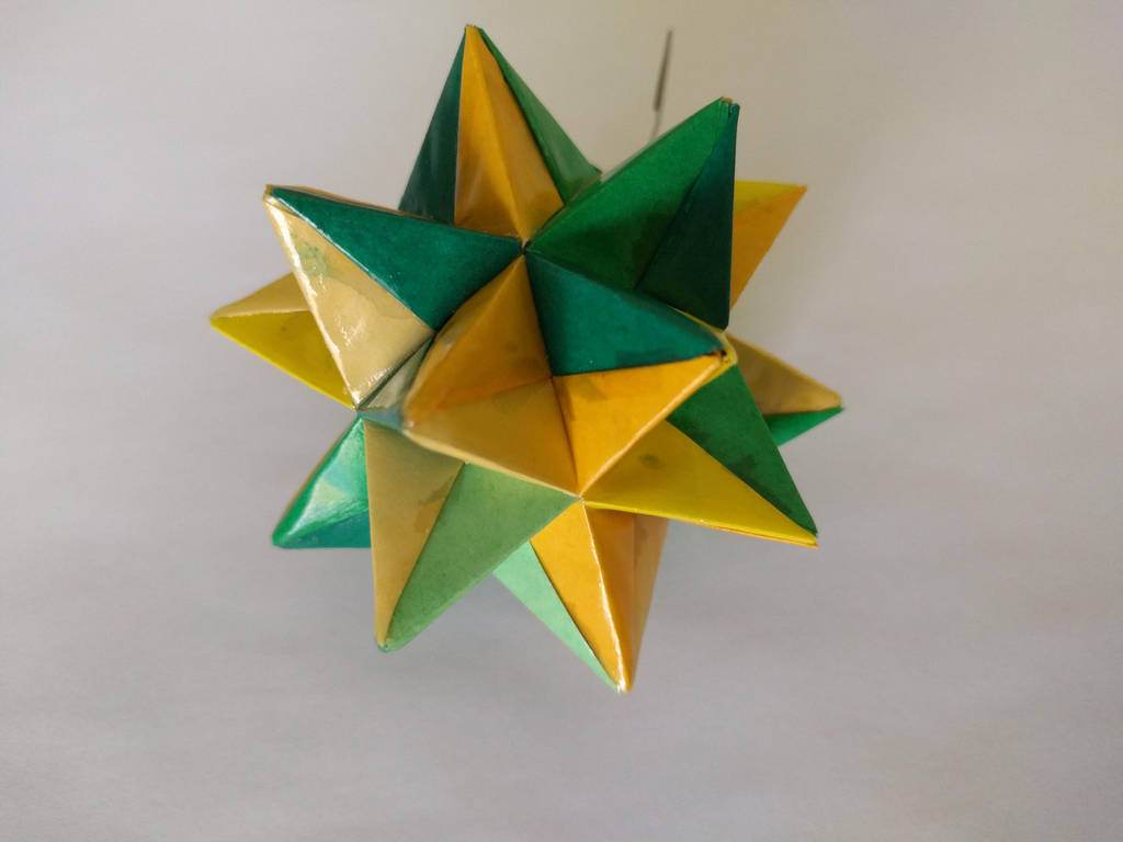 Yellow/Green Origami Modular Star by demuredemeanor