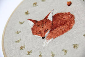 Sleeping fox by Avaril