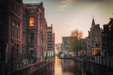 Love me in Amsterdam by INVIV0