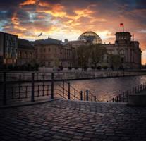 Das Reichstagsgebaeude by INVIV0
