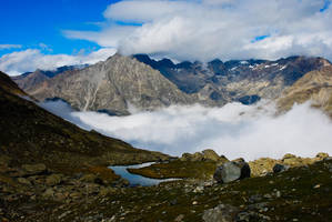 Oisans - Mer de nuages 2 by LLukeBE
