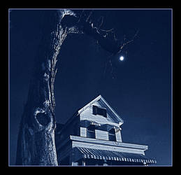 Hanging Moon. img278, with story by harrietsfriend