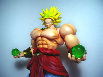 SH Figuarts Broly 02 by Infinitevirtue