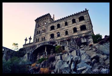 Abandoned Spa by Histeroneurastenia