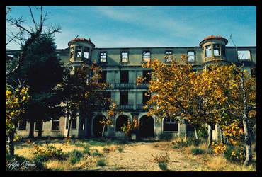 Abandoned Asylum by Histeroneurastenia