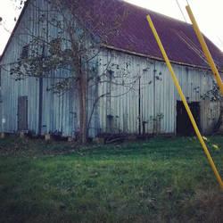 Abandoned barn by slephoto