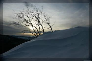 Dark ice desert by hipe-0