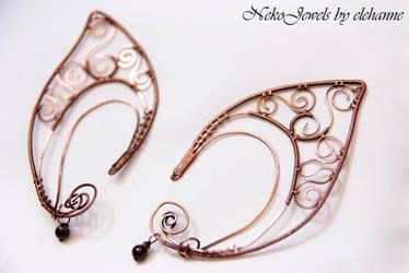 Bare copper elven earcuff with garnet by Elehanne