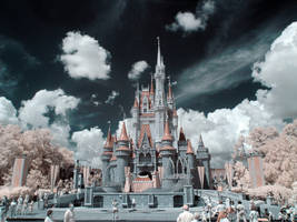 Infrared Castle by hal9k