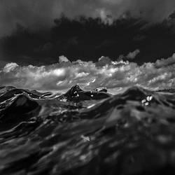 Raging Sea by Hengki24