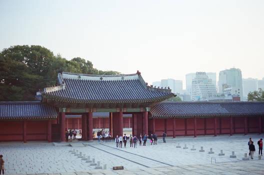 Changdeokgung Palace: Gate III by neuroplasticcreative