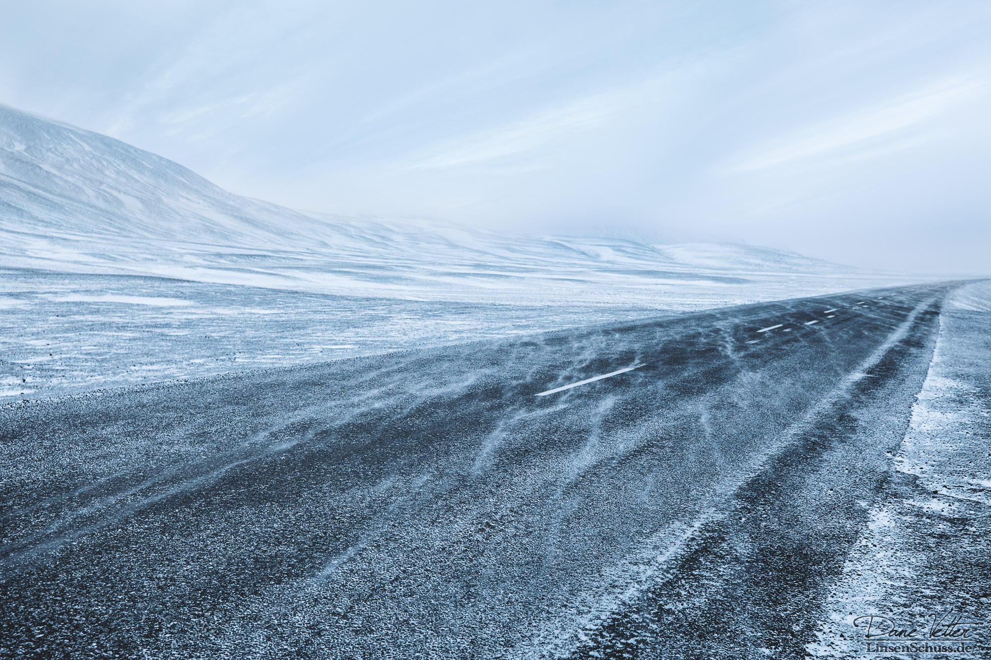 Snow drifts by LinsenSchuss