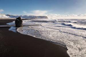 View over Reynisfjara beach by LinsenSchuss