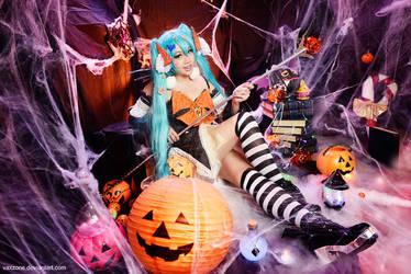 Vocaloid - Halloween Miku by vaxzone
