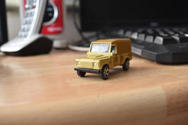 land rover wolf toy by g8ut