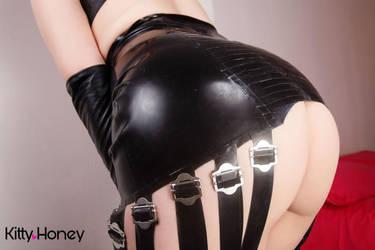 Glossy Booty by Kitty-Honey
