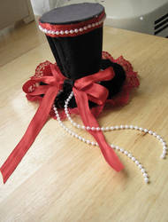 Mini top hat by Grotesque-beauty