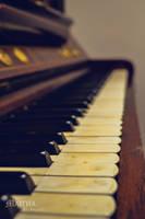 old piano by MaithaNeyadi