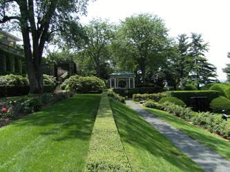 The Immaculate Garden by rioka