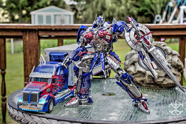 Knight Optimus Prime by xeltecon