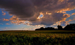 Sun hole in the Cloud by Bull04