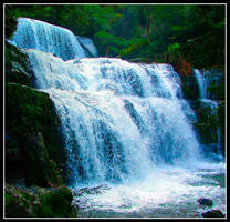 waterfall by gongalope