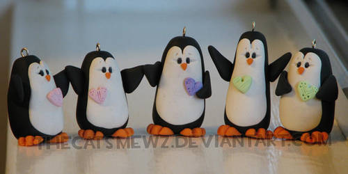 Penguin Family by thecatsmewz
