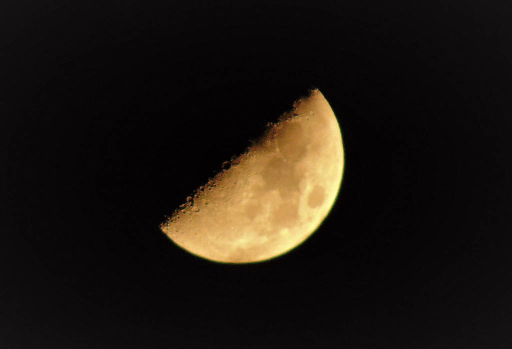 Moon at 11 PM 9-16-18 by knighttemplar1