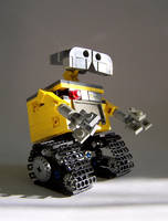 LEGO Wall-E by Bobofrutx