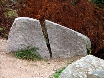 broken stone by Bambaryllo