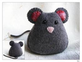 Mouse Plush by Kuvu