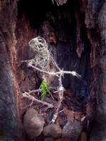 Dark Tree Creature by dischordiasnightmare