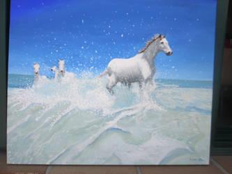 Unos caballos cabalgando en las olas by AlmaTeresa