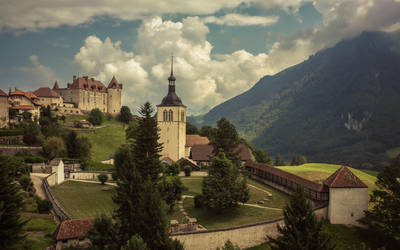 La ville de Gruyeres by Swissvoice
